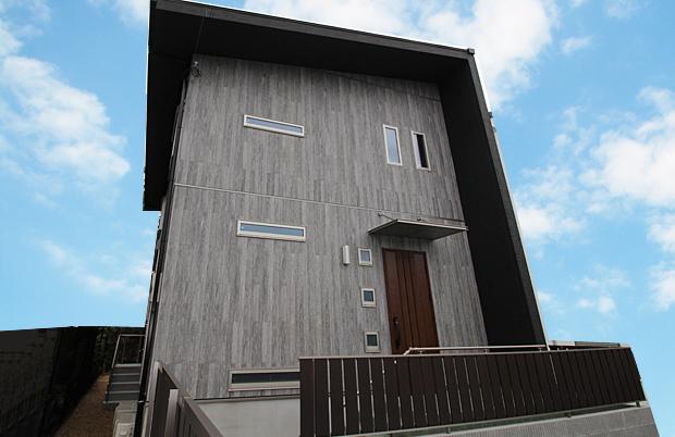 新築一戸建て 枚方市M様邸:収納アイデアいっぱいの一邸。壁紙1枚にもこだわりを。
