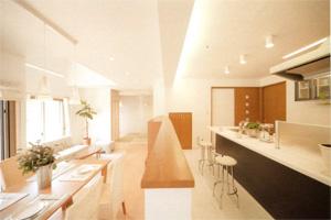 ロングスパンを利用して広く明るい空間の設計